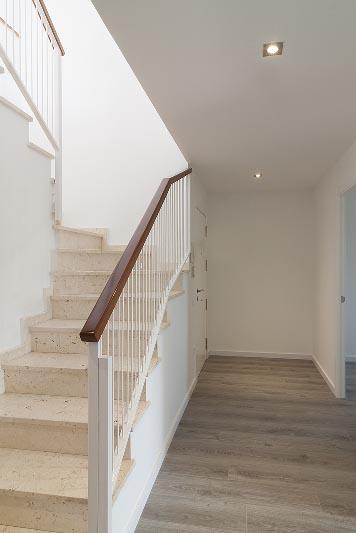 Escaleras d plex en badalona grupo inventia for Escaleras de duplex