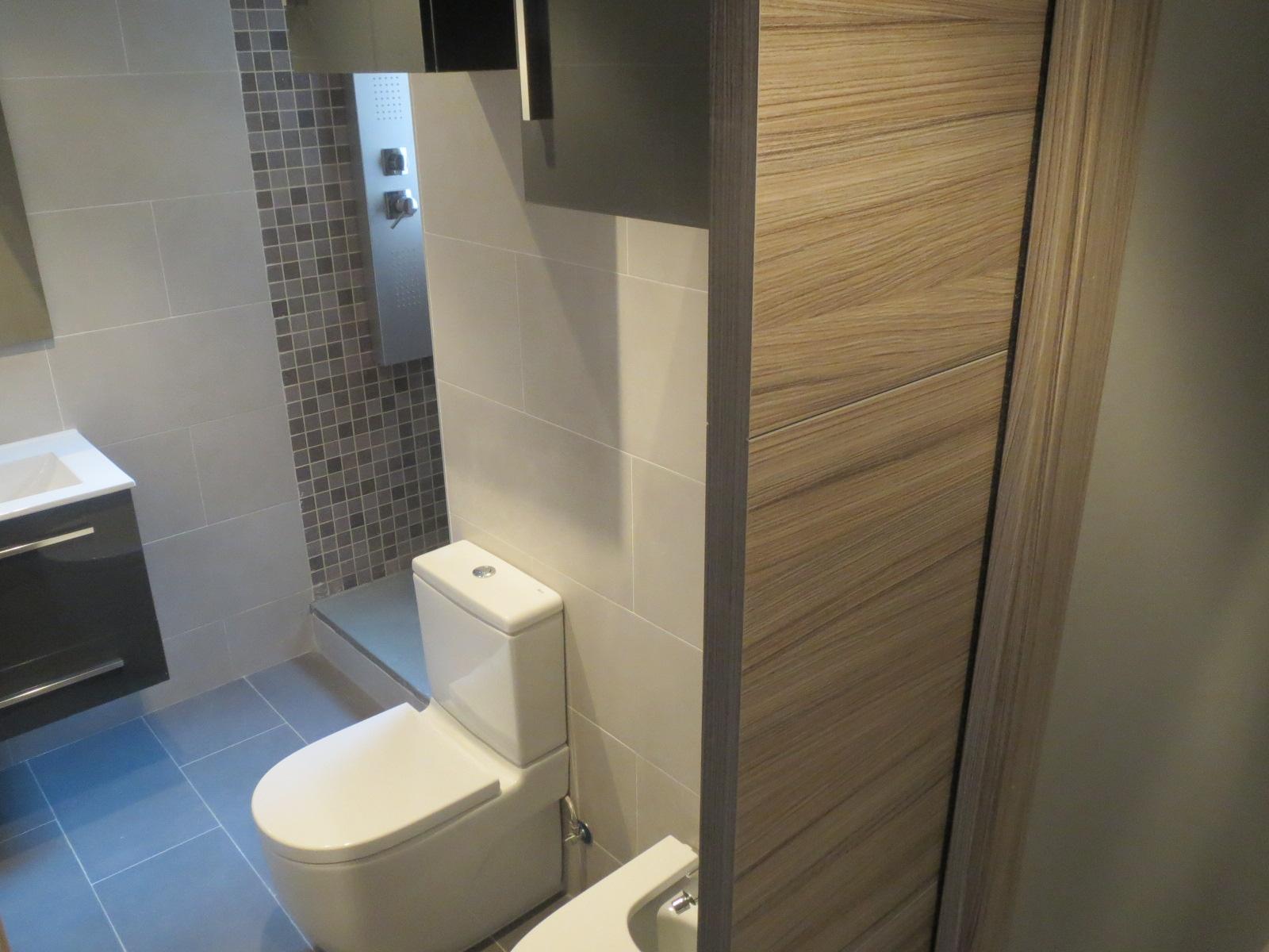 Baños Con Ducha Reformados:Cuarto de baño equipado y reformado – Grupo Inventia