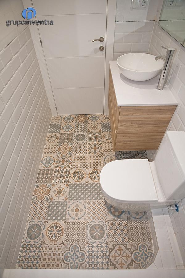 Pavimento y azulejos bao fabulous azulejo azulejos bao brihuega galera de fotos de decoracin - Precio azulejos ...