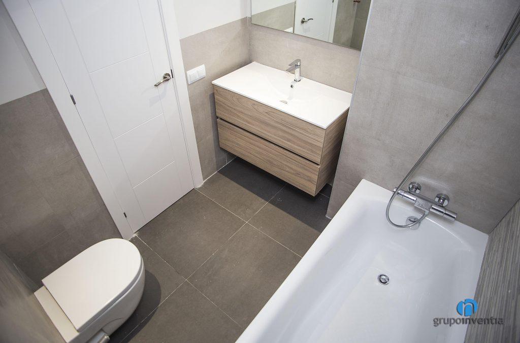 Baño con bañera en Poble Nou (Barcelona)
