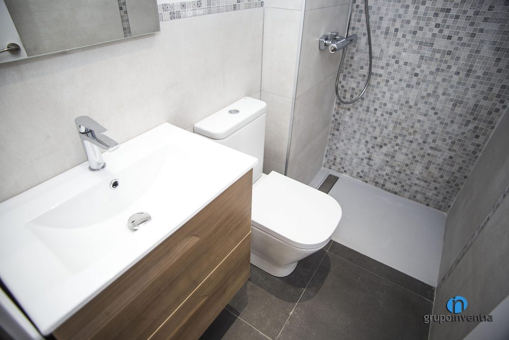 Baño con ducha en Poble Nou de Barcelona