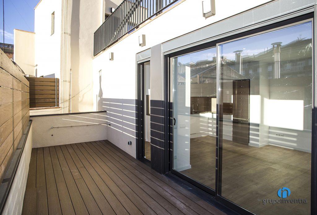 Balcón reformado en calle Arizala de Barcelona