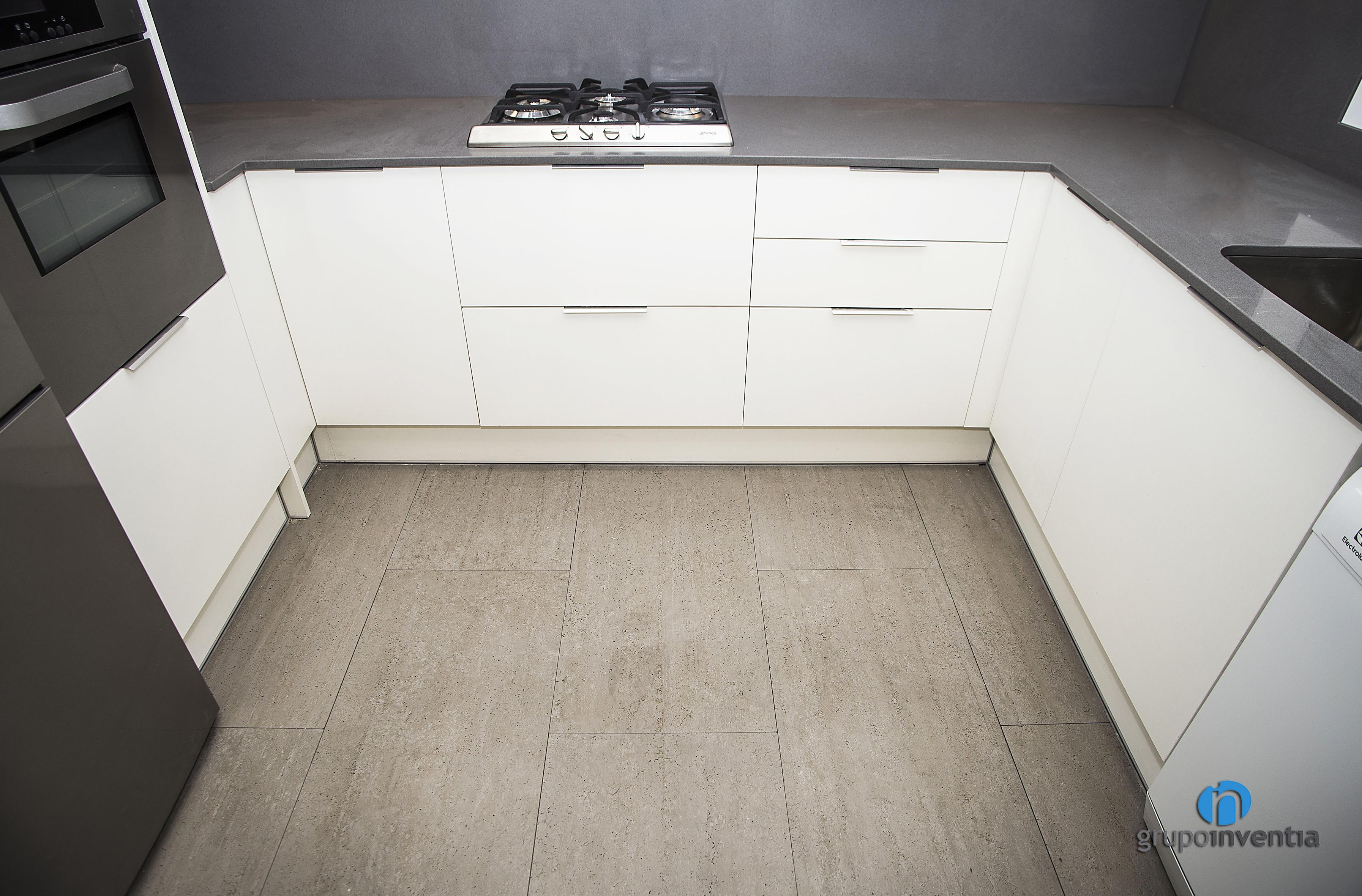 Pavimentos cocina empresa de distribucin de pavimentos y for Cocinas con parquet