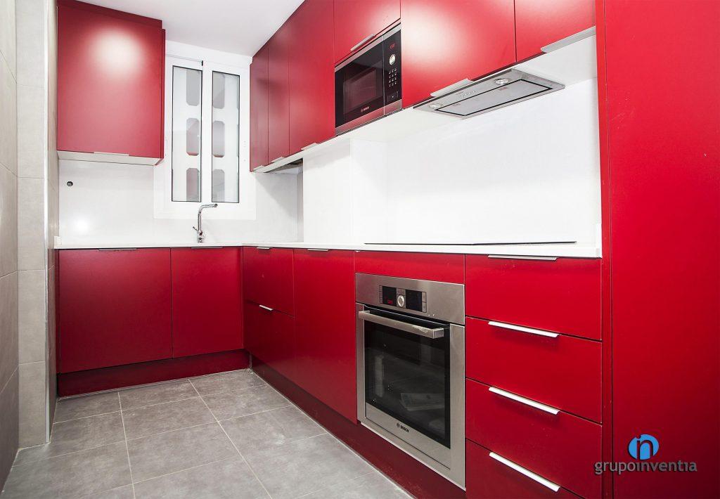 Cocina roja en Avinguda Drassanes de Barcelona