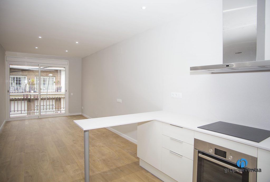 Parquet en la cocina good en la cocina mobiliario de for Cocinas con parquet
