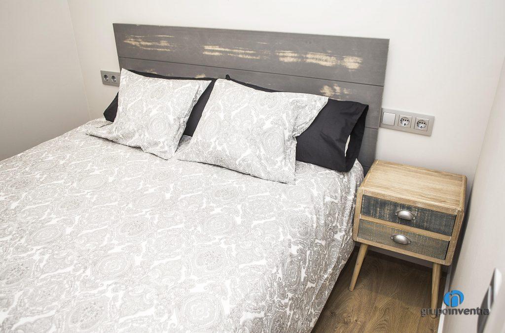 Dormitorio amueblado en calle Còrsega de Barcelona