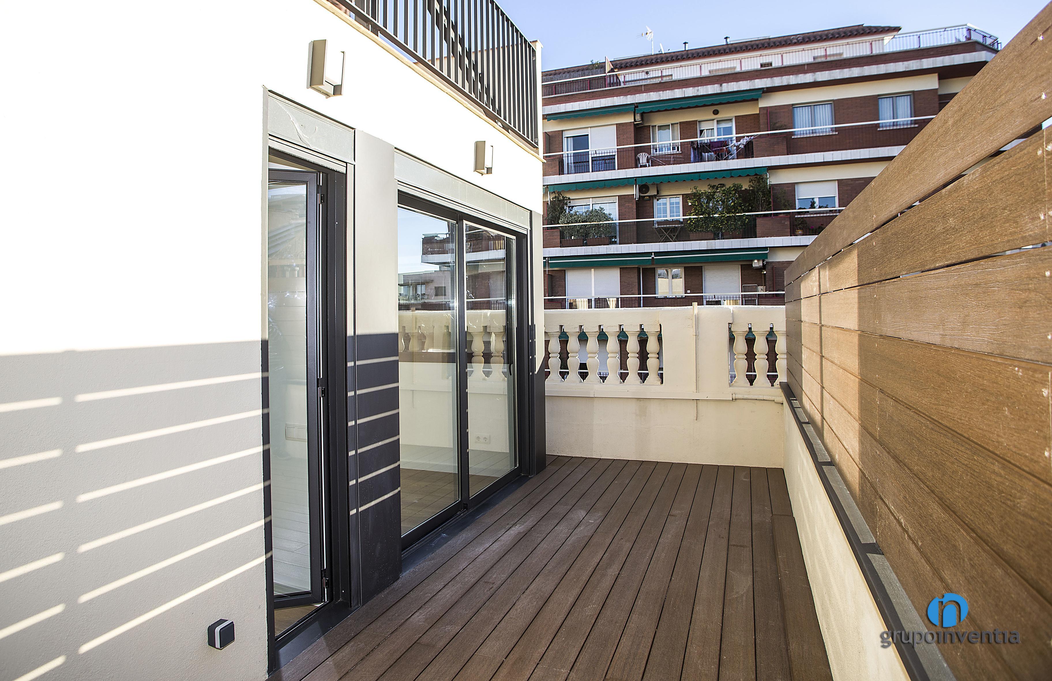 Pavimentos y parquet en barcelona grupo inventia for Pavimentos barcelona