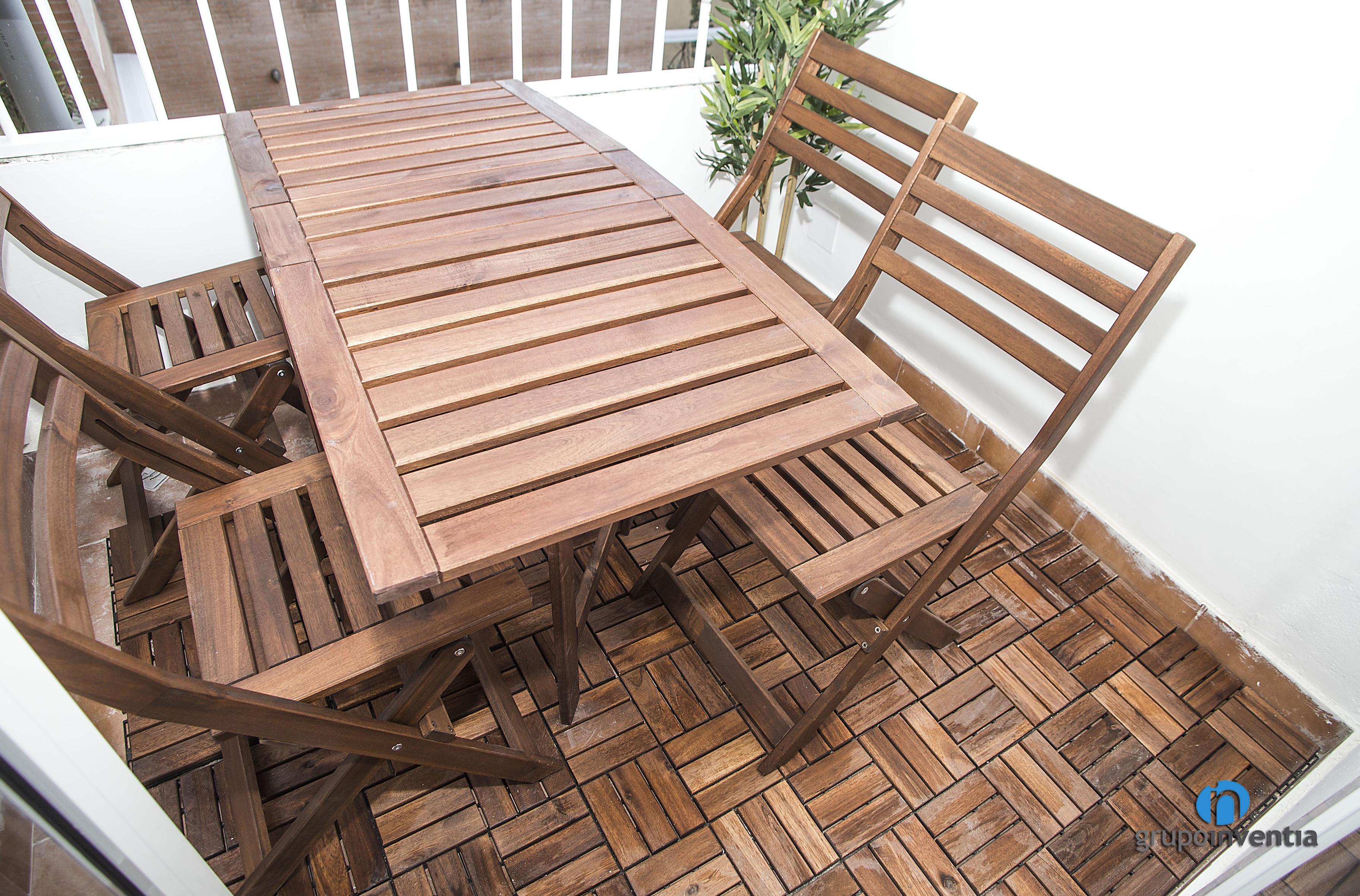 Suelo de madera en terraza de calle miracle barcelona grupo inventia - Suelo terraza madera ...