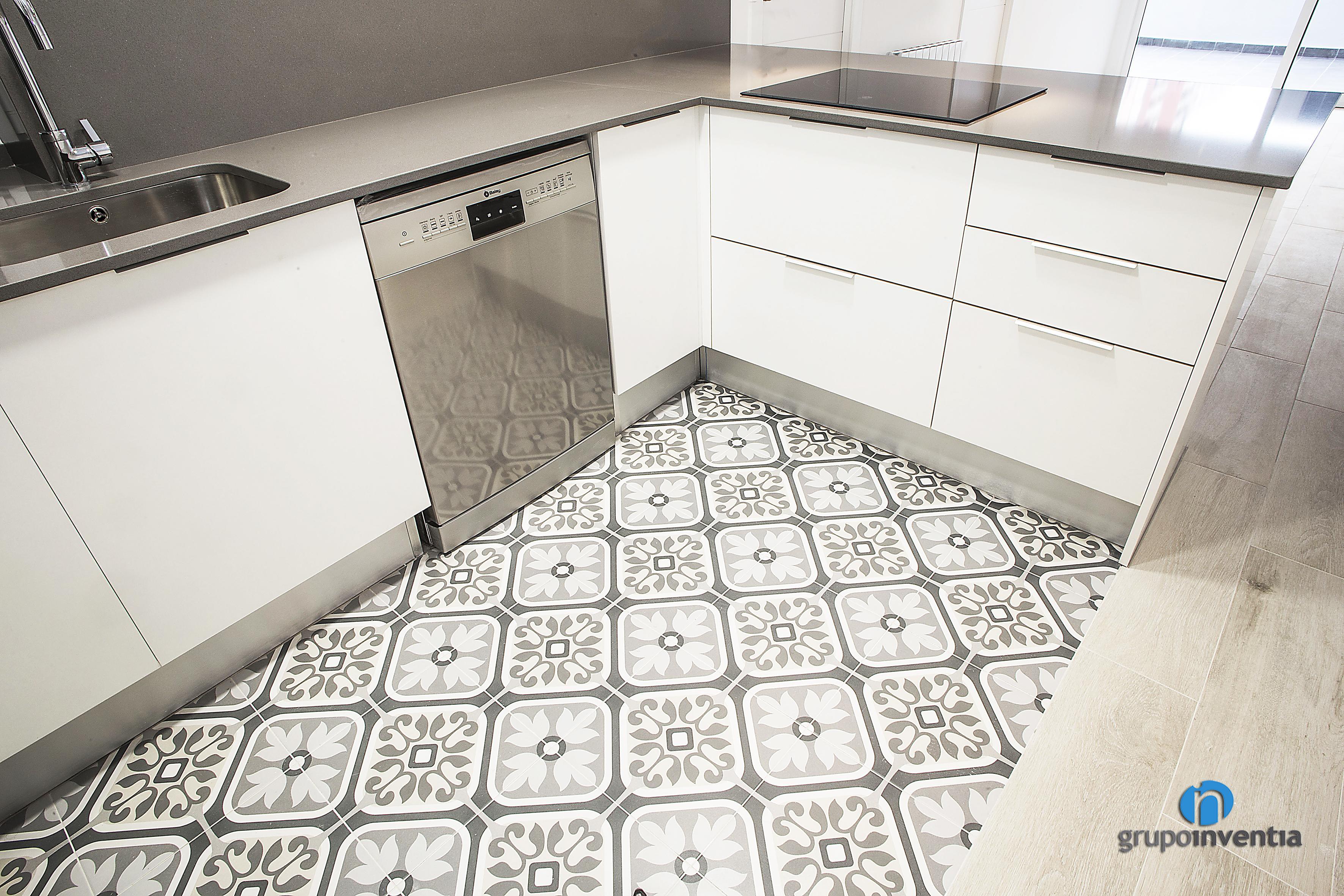 Pavimentos y parquet en barcelona grupo inventia - Cocinas con parquet ...