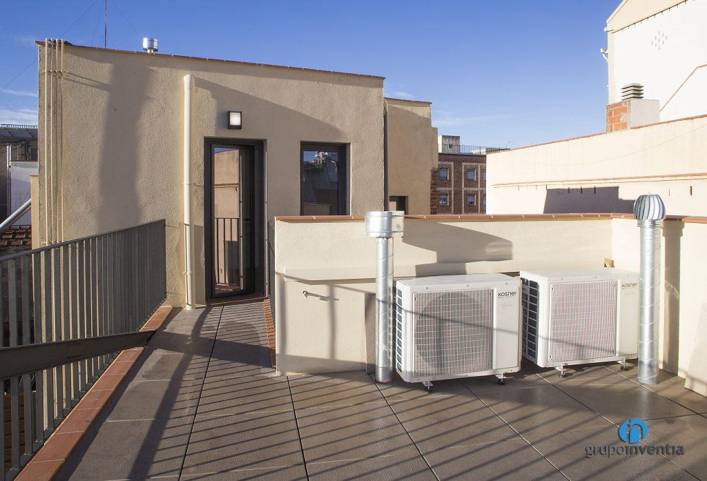 Terraza rehabilitada en calle Arizala de Barcelona
