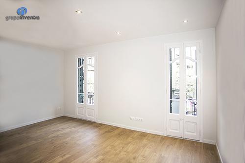 Salón amplio de color blanco