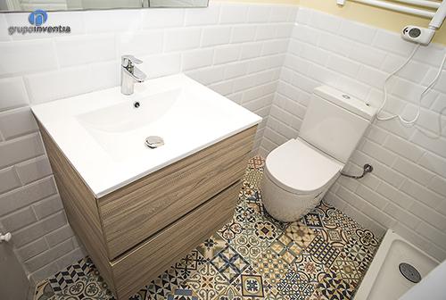 Pavimento hidráulico en el baño