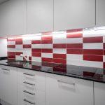 azulejos rojos y blancos