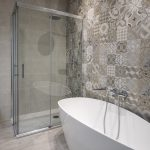 bañera y ducha cuarto d ebaño