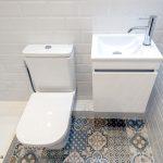 inodoro y lavabo