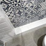 azulejos blancos cuarto de baño