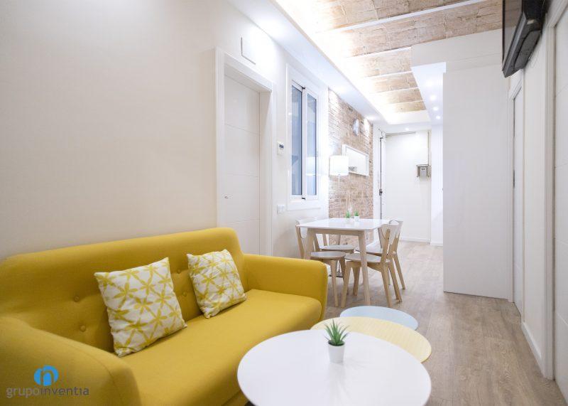 sofá y mesas salón