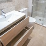 capacidad almacenaje baño